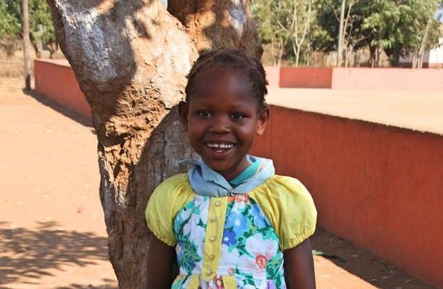Little Dresses For Africa em Ndivinduane